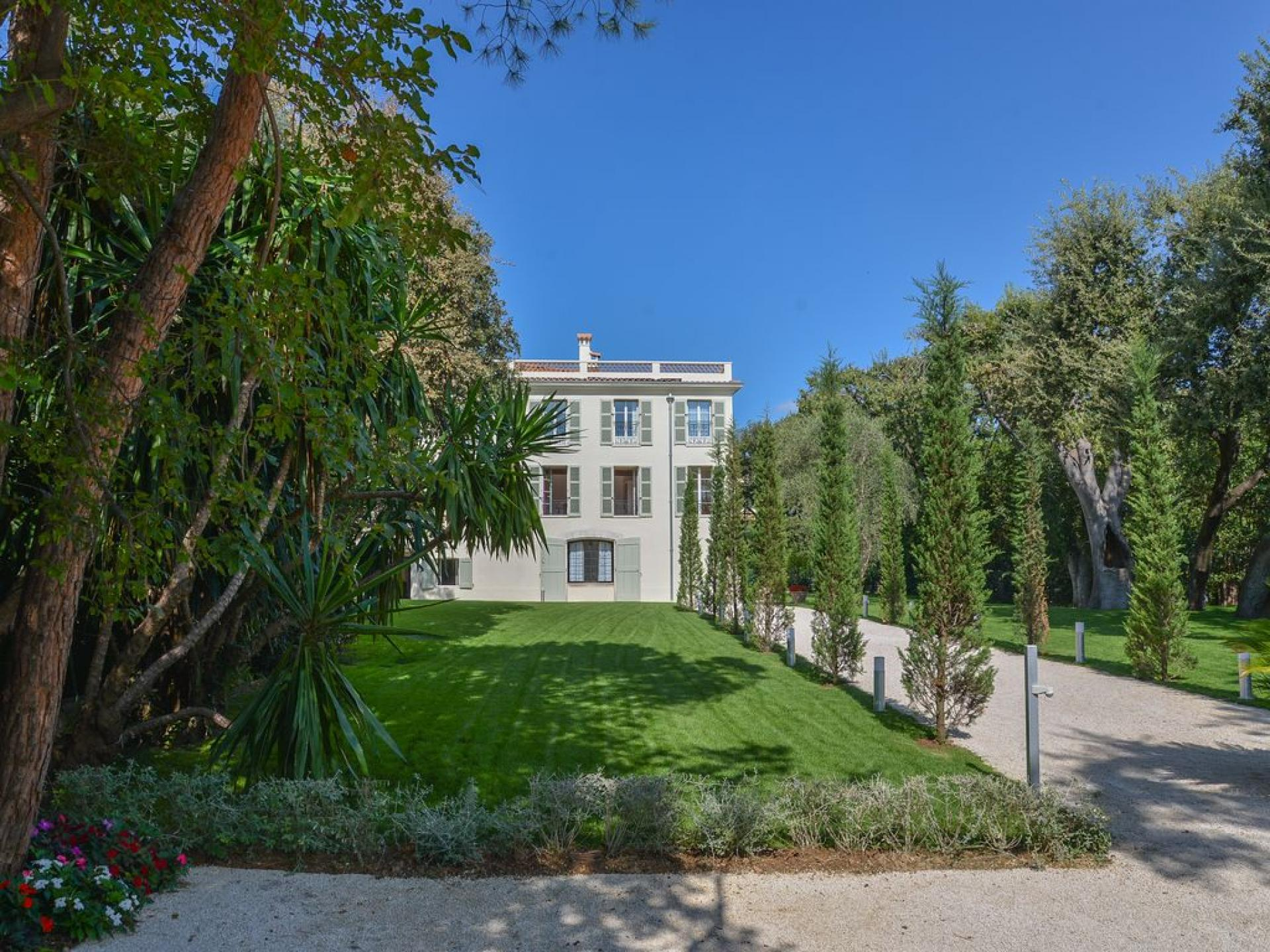 Property UNE VILLA A ANTIBES