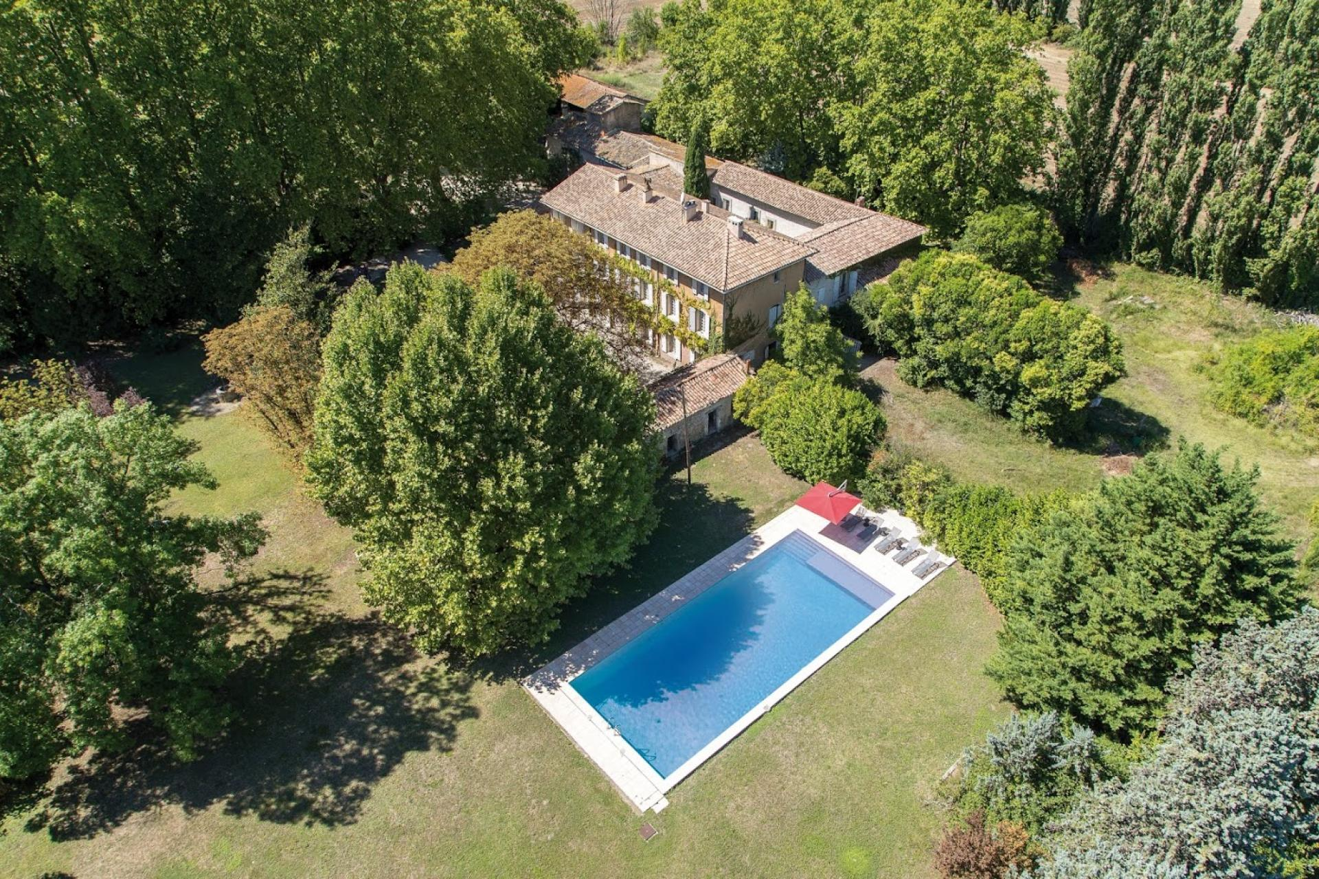 A BEAUTIFUL BIG DOMAIN IN L'ISLE SUR LA SORGUE TO RENT