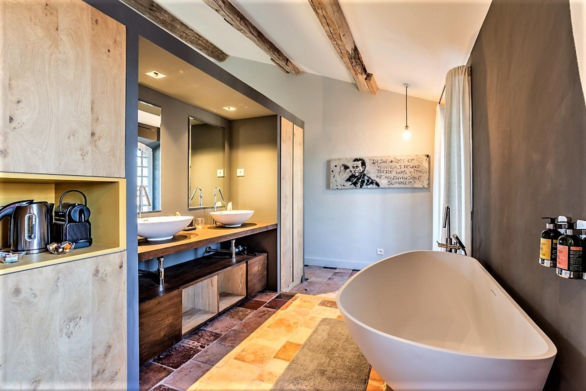 A BATHROOM IN AN HOLIDAY VILLA RENTAL IN PROVENCE