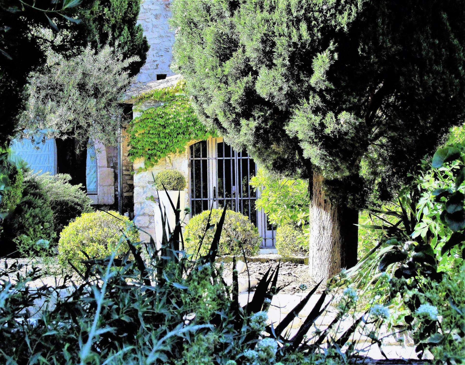 ENTRANCE TO A LUXURY VILLA RENTAL IN PROVENCE
