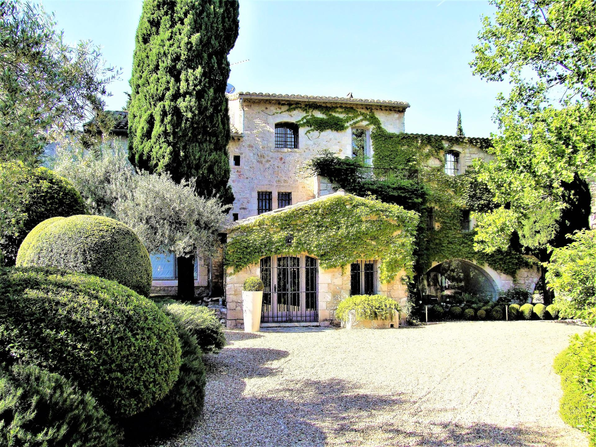 LUXURY VILLA RENTAL IN PROVENCE