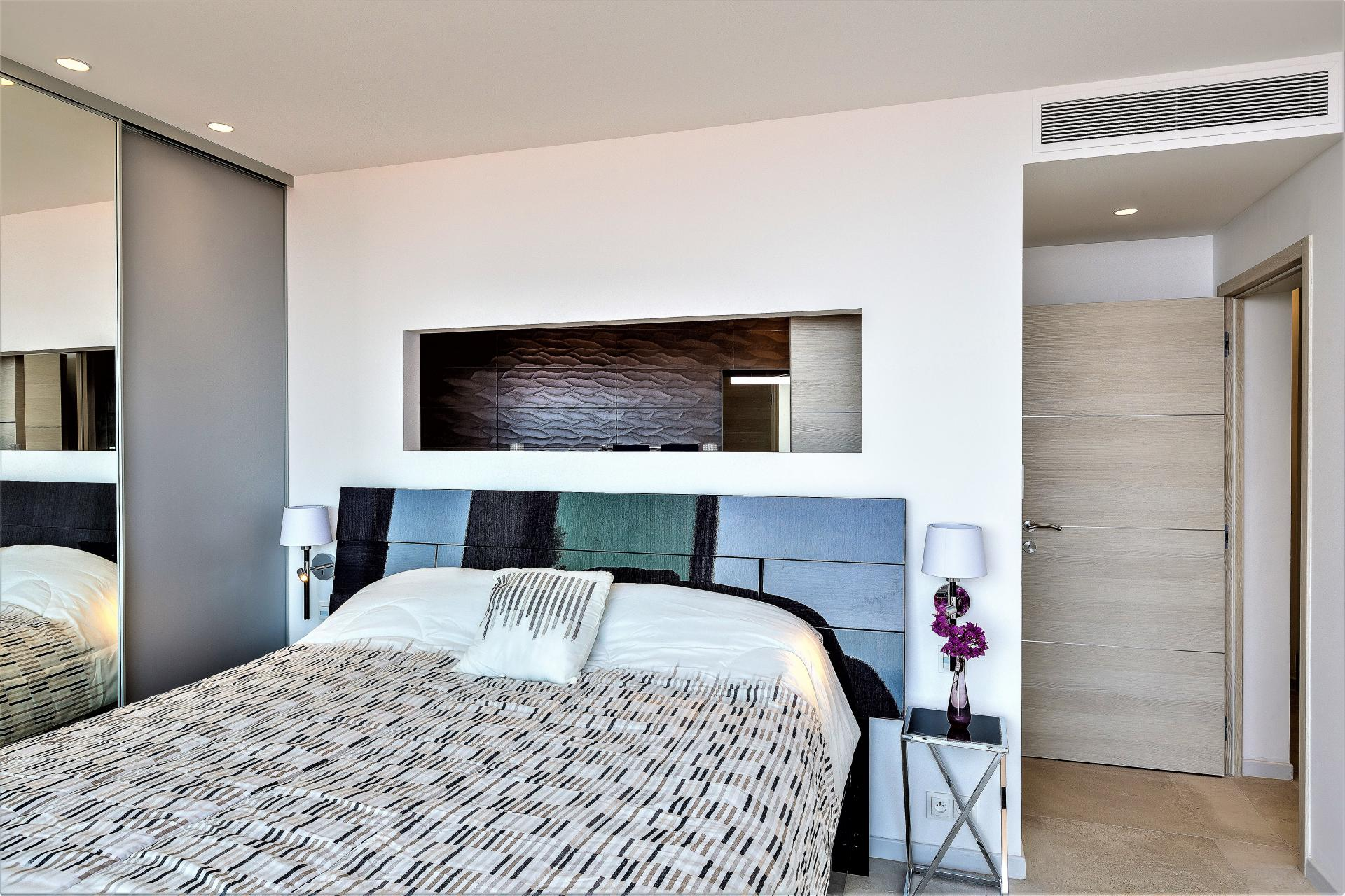 ANOTHER BEAUTIFUL BEDROOM IN VILLA INFINITY HOLIDAY RENTAL IN EZE COTE D AZUR