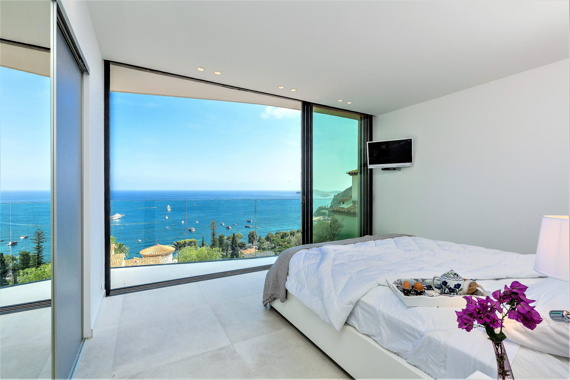VILLA INFINITY WITH SPECTACULAR VIEWS FROM THE BEDROOM FOR AN IDEAL HOLIDAY IN EZE COTE D AZUR