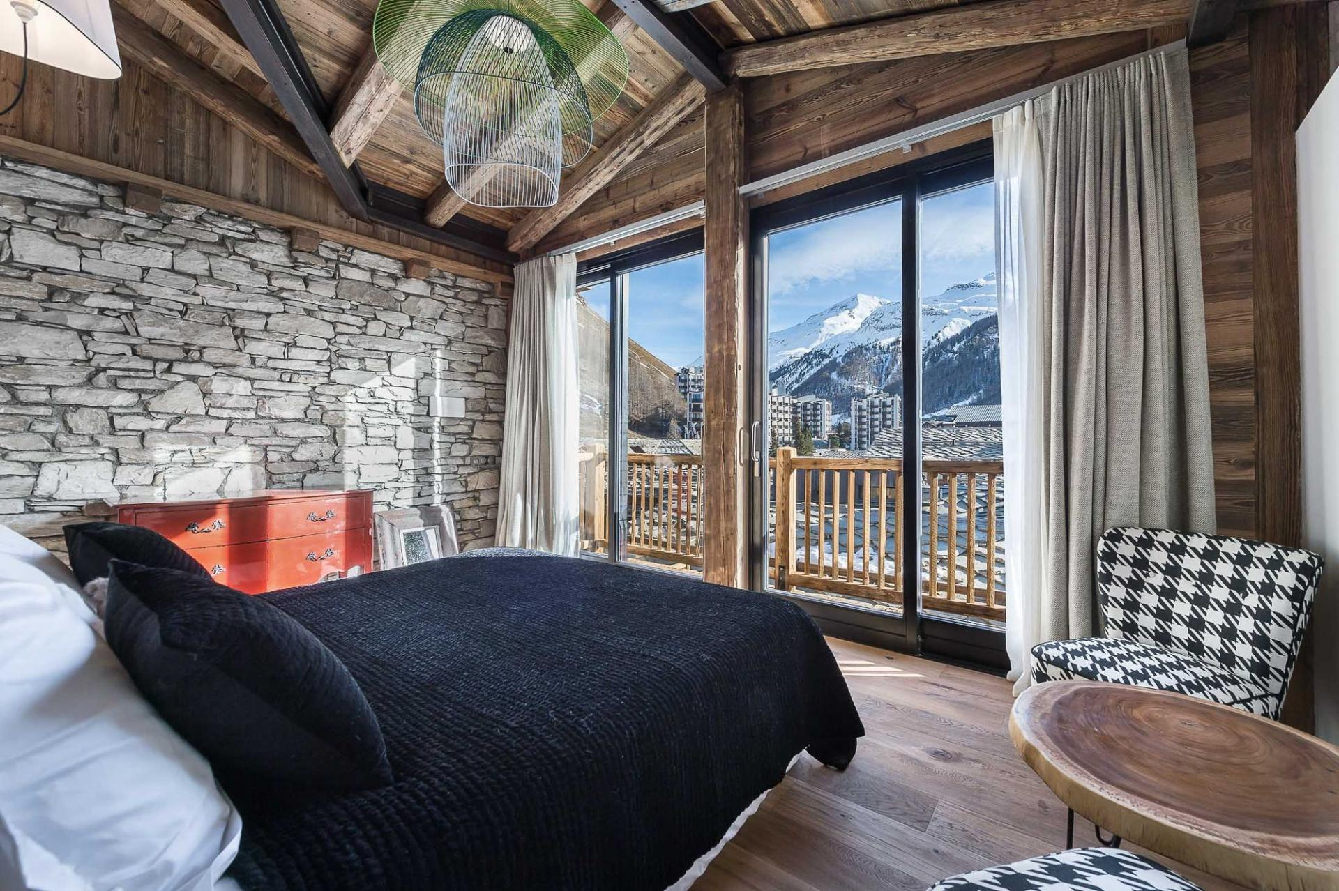 AMAZING VIEWS FOR THIS BEDROOM IN THE PENTHOUSE APARTMENT IN THE FRENCH ALPS