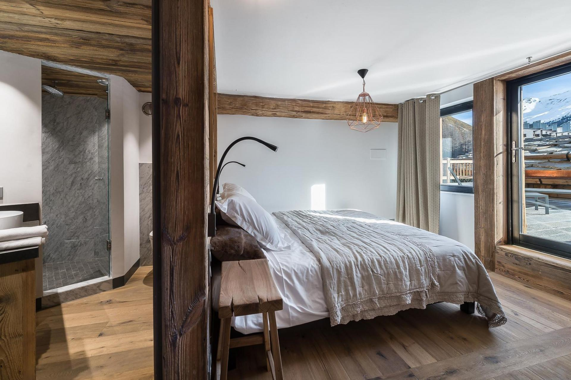 ANOTHER BEDROOM WITH BEAUTIFUL VIEWS ON THE MOUNTAINS