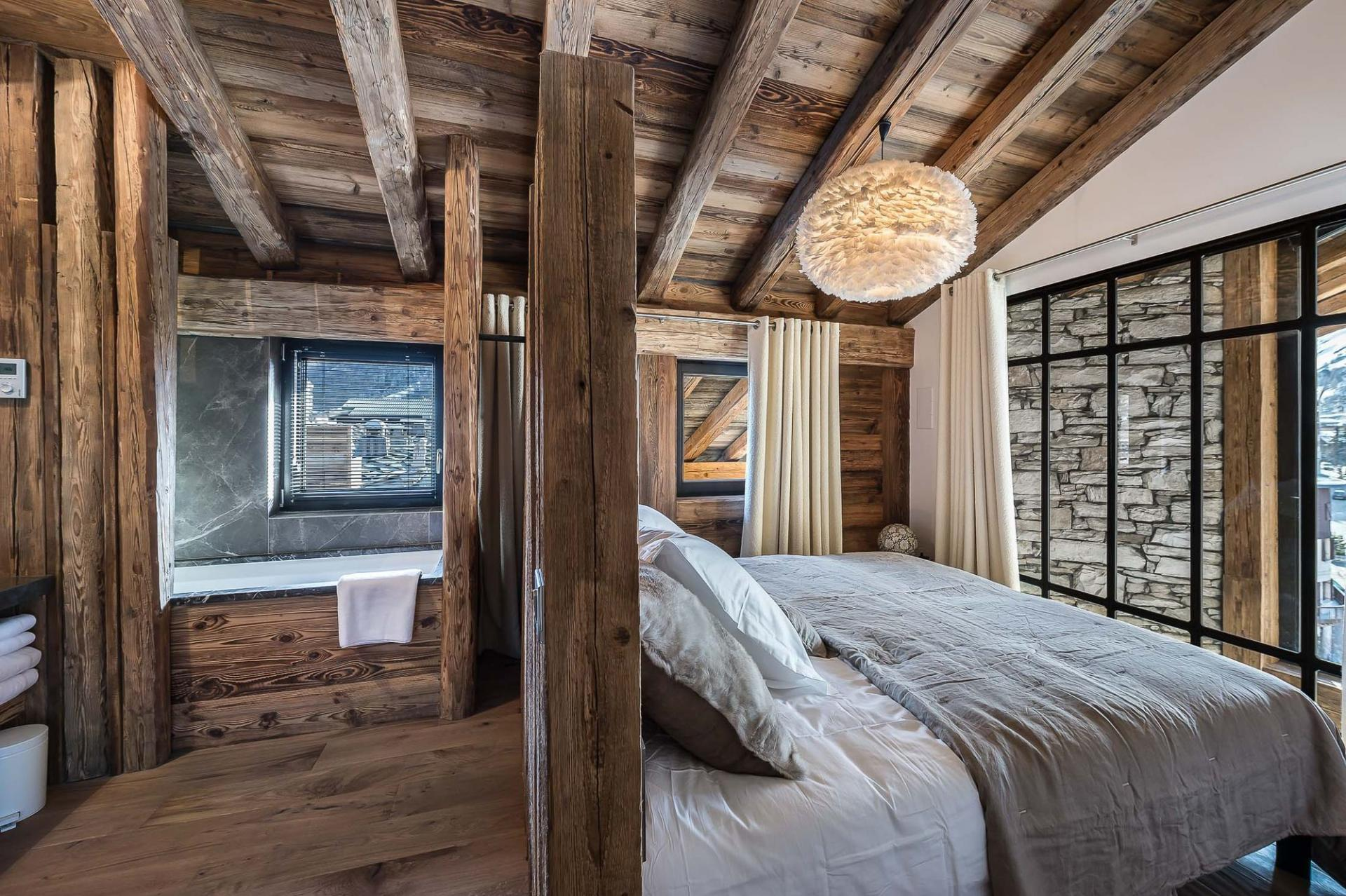 ONE OF THE BEDROOMS WITH VIEWS ON THE MOUNTAINS