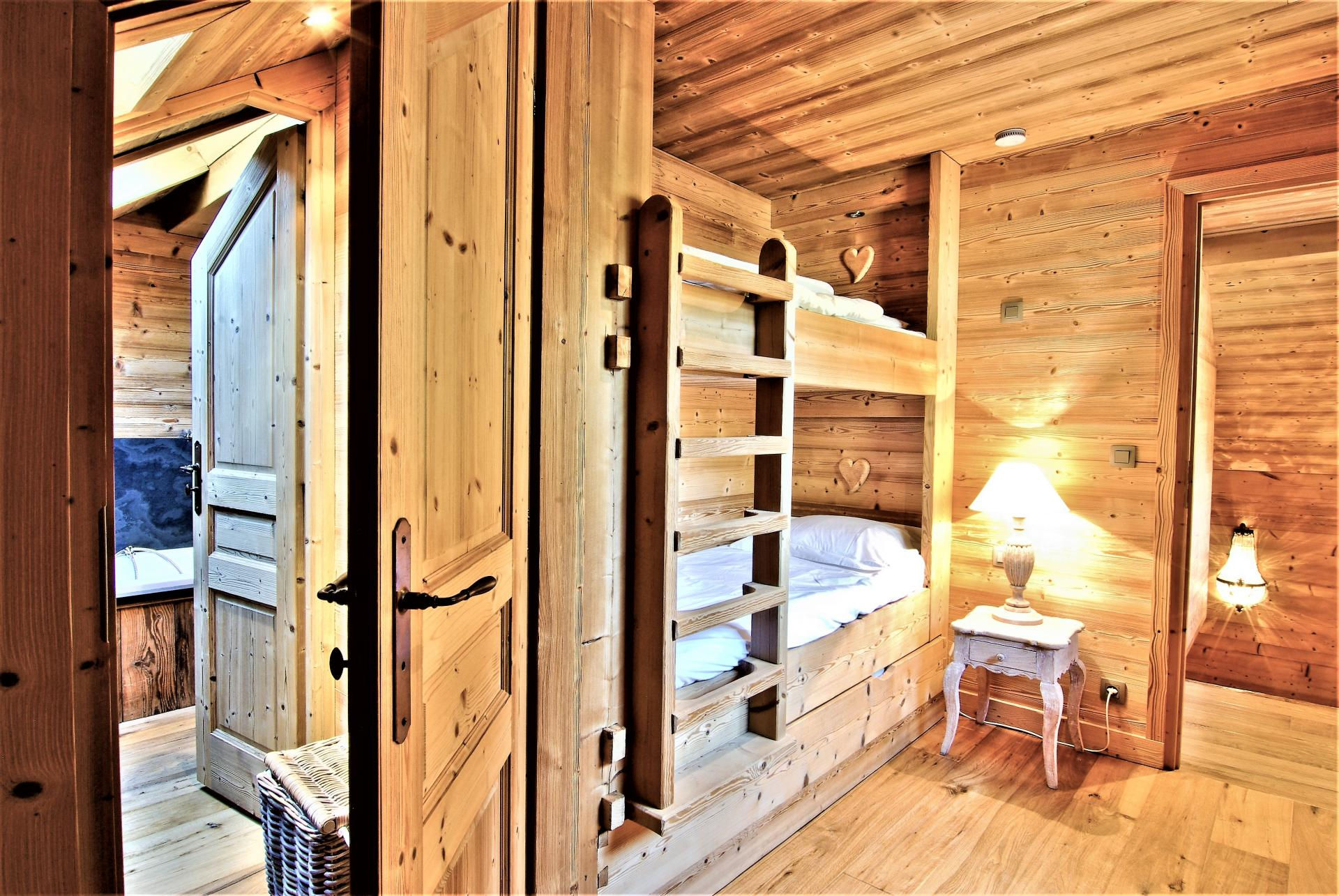 BUNK BEDS FOR CHILDREN WITH A SHARED BATHROOM