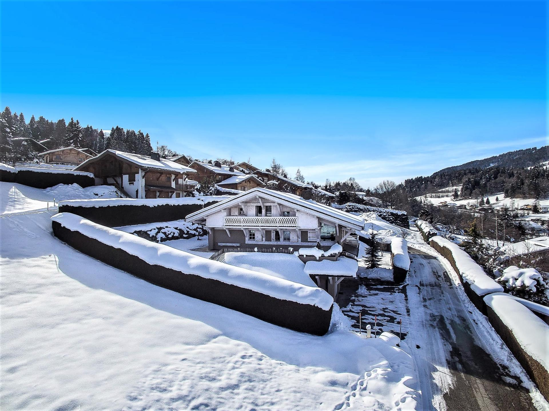 A NICE SKI HOLIDAY CHALET TO RENT IN MEGEVE