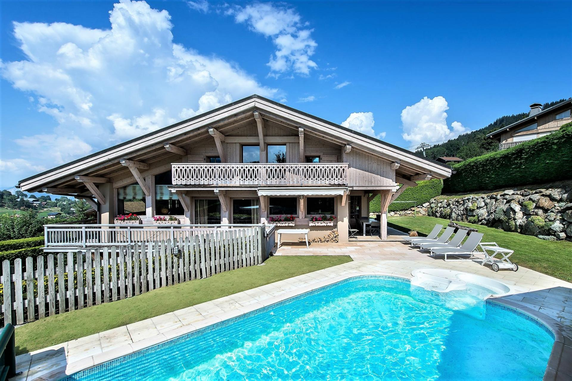 CHALET ARAVIS IS ALSO A SUMMER HOLIDAY RENTAL WITH ITS OUTDOOR SWIMMING POOL