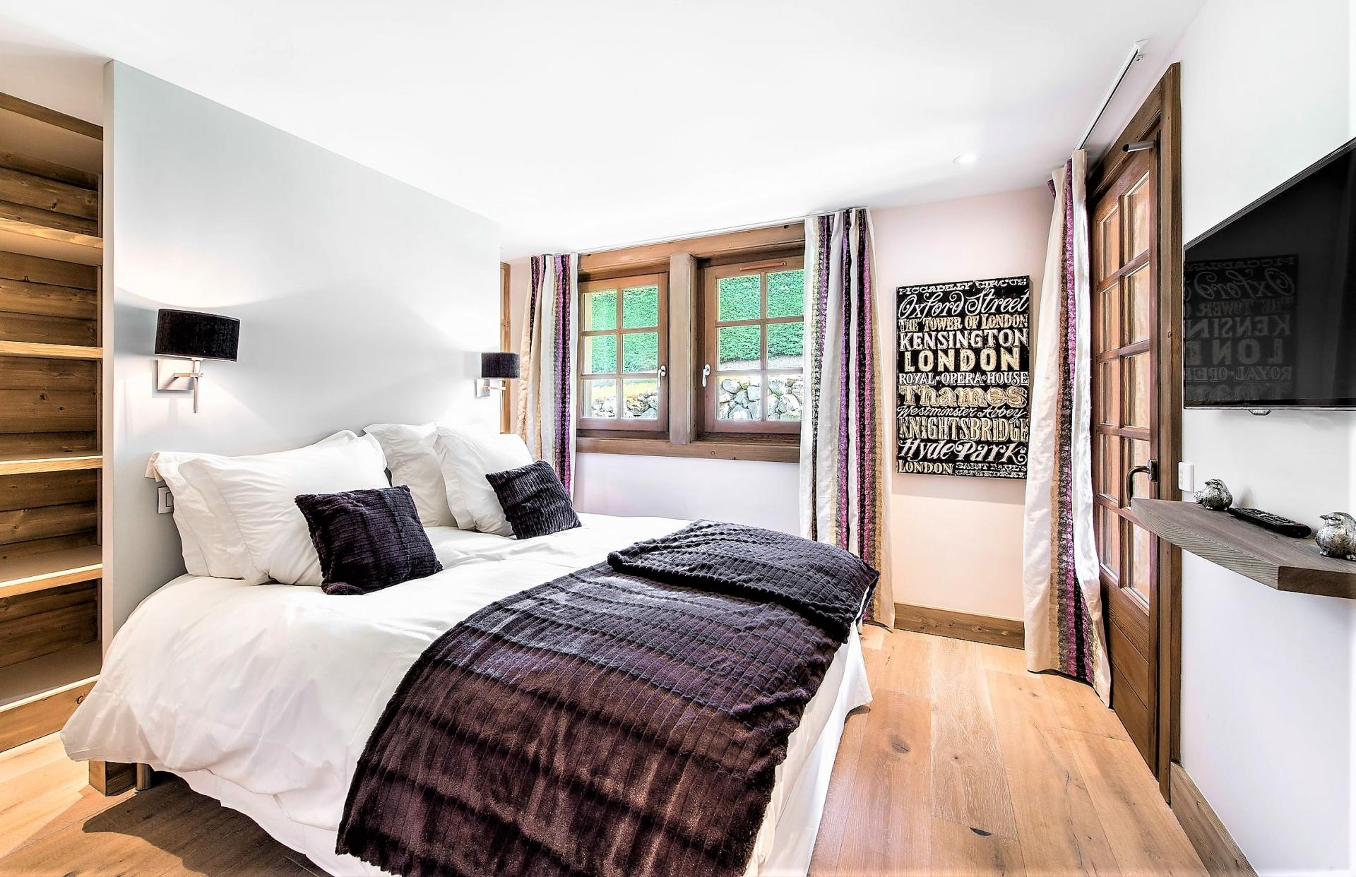 NICE BEDROOM WITH TV IN A SKI CHALET RENTAL