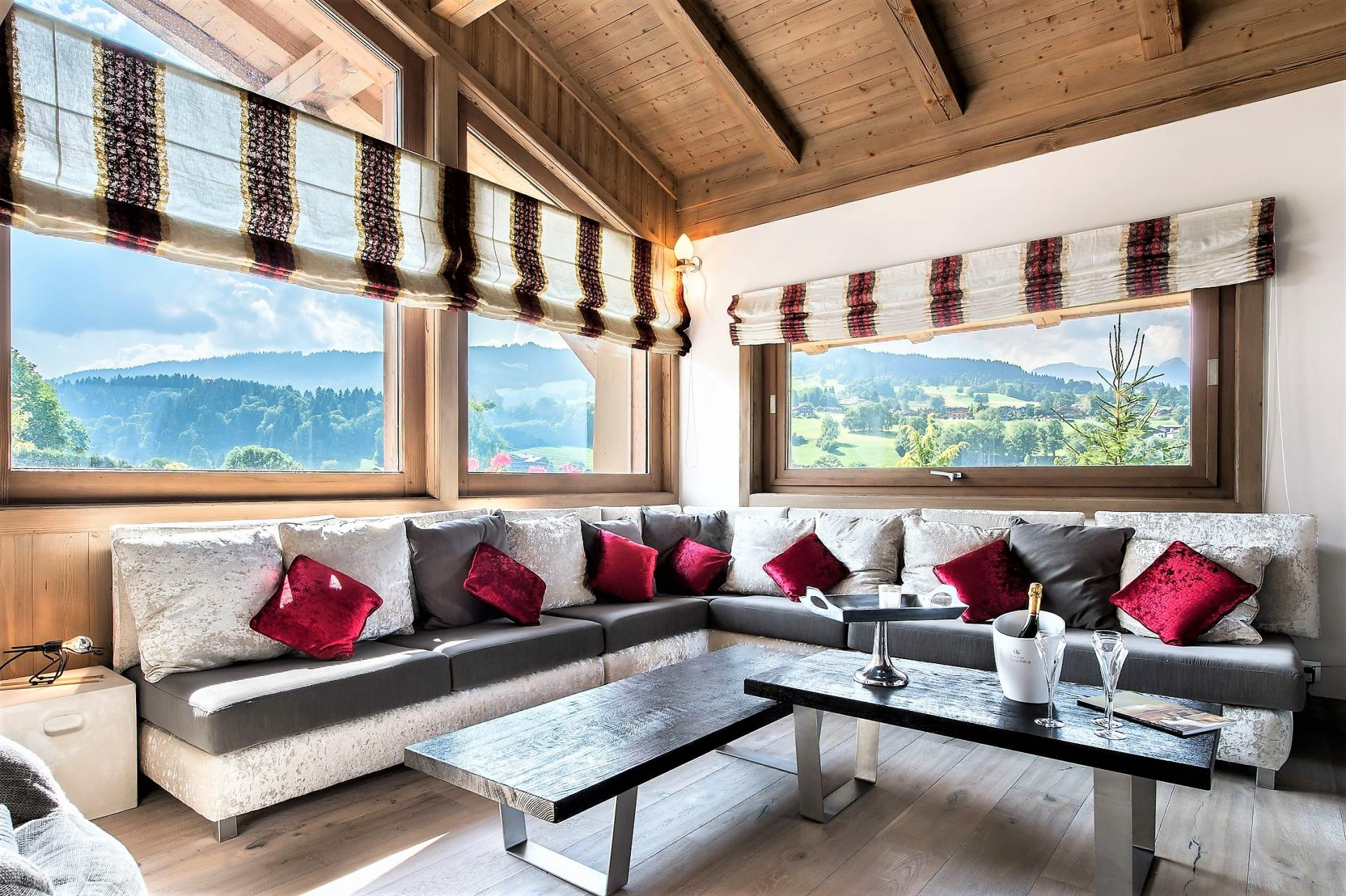THE LOUNGE AND ITS BEAUTIFUL MOUNTAINS VIEWS IN A CHALET IN FRENCH ALPS