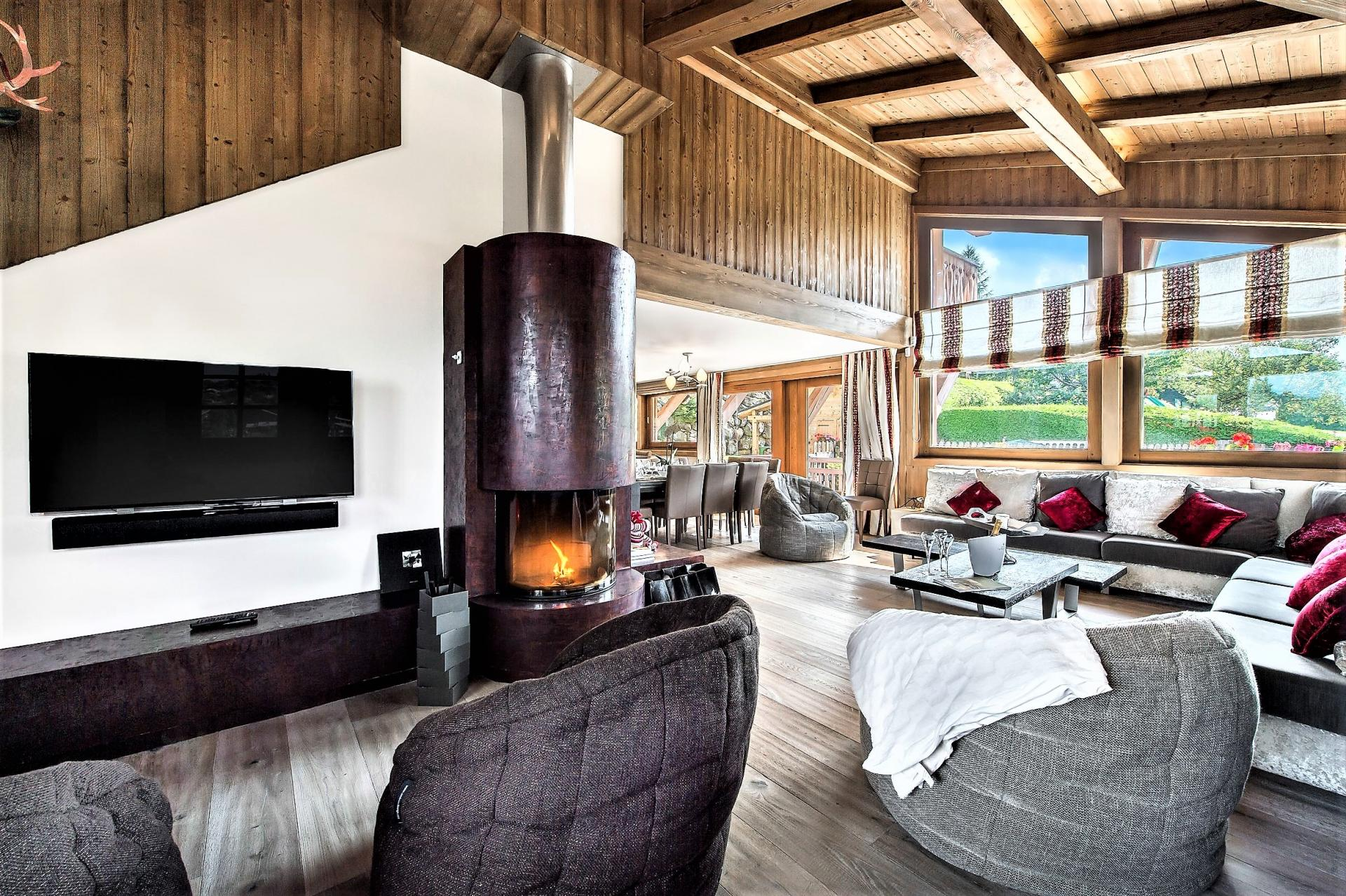 TV CORNER WITH THE FIREPLACE IN CHALET DES ARAVIS