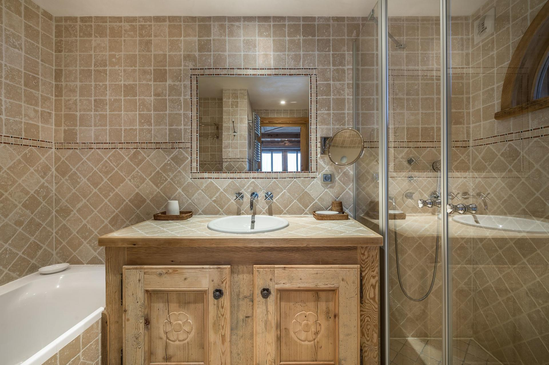 ONE BATHROOM IN A CHALET RENTAL IN COURCHEVEL 1850