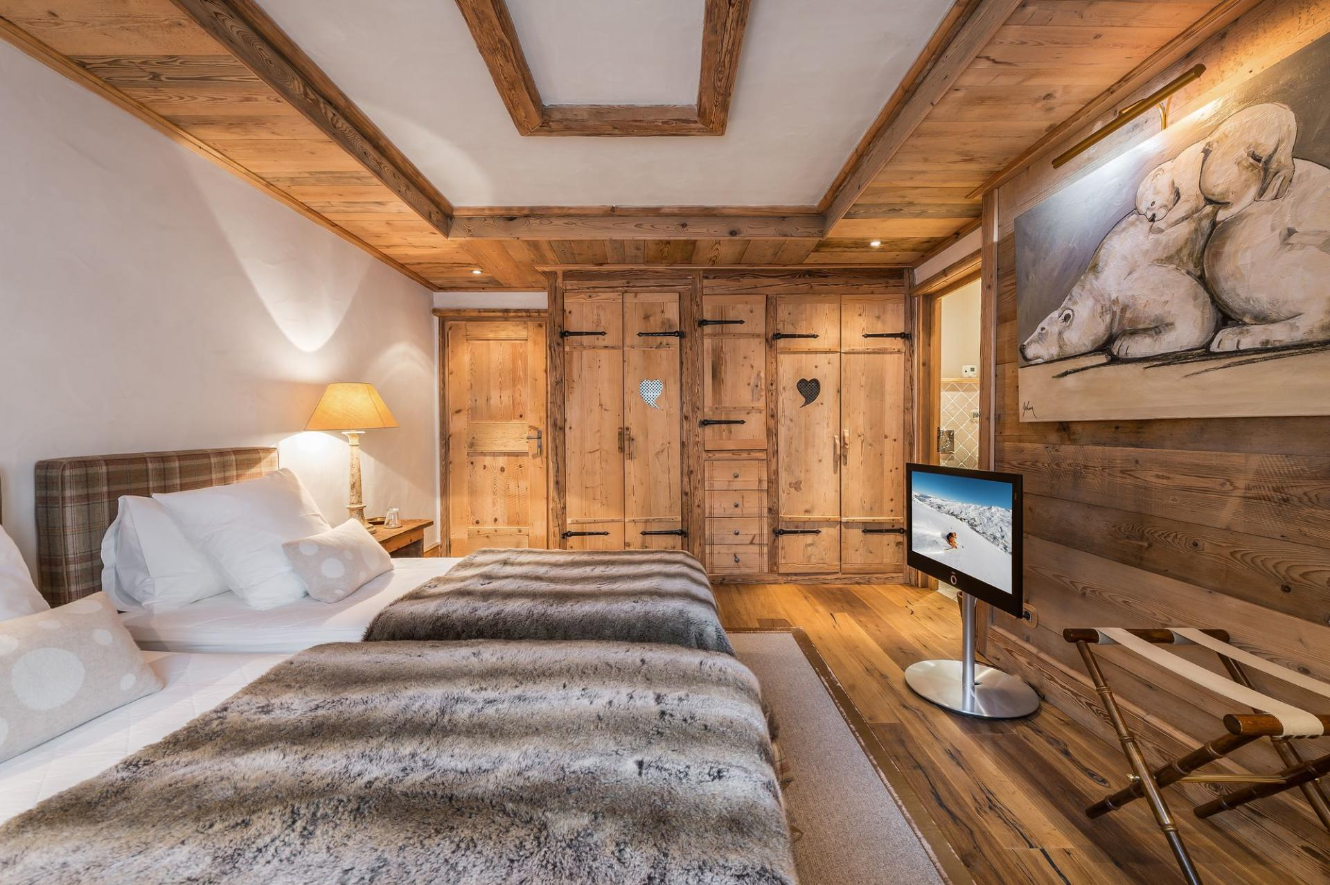 ANOTHER BEDROOM IN CHALET BELLECOTE WITH TWIN BEDS