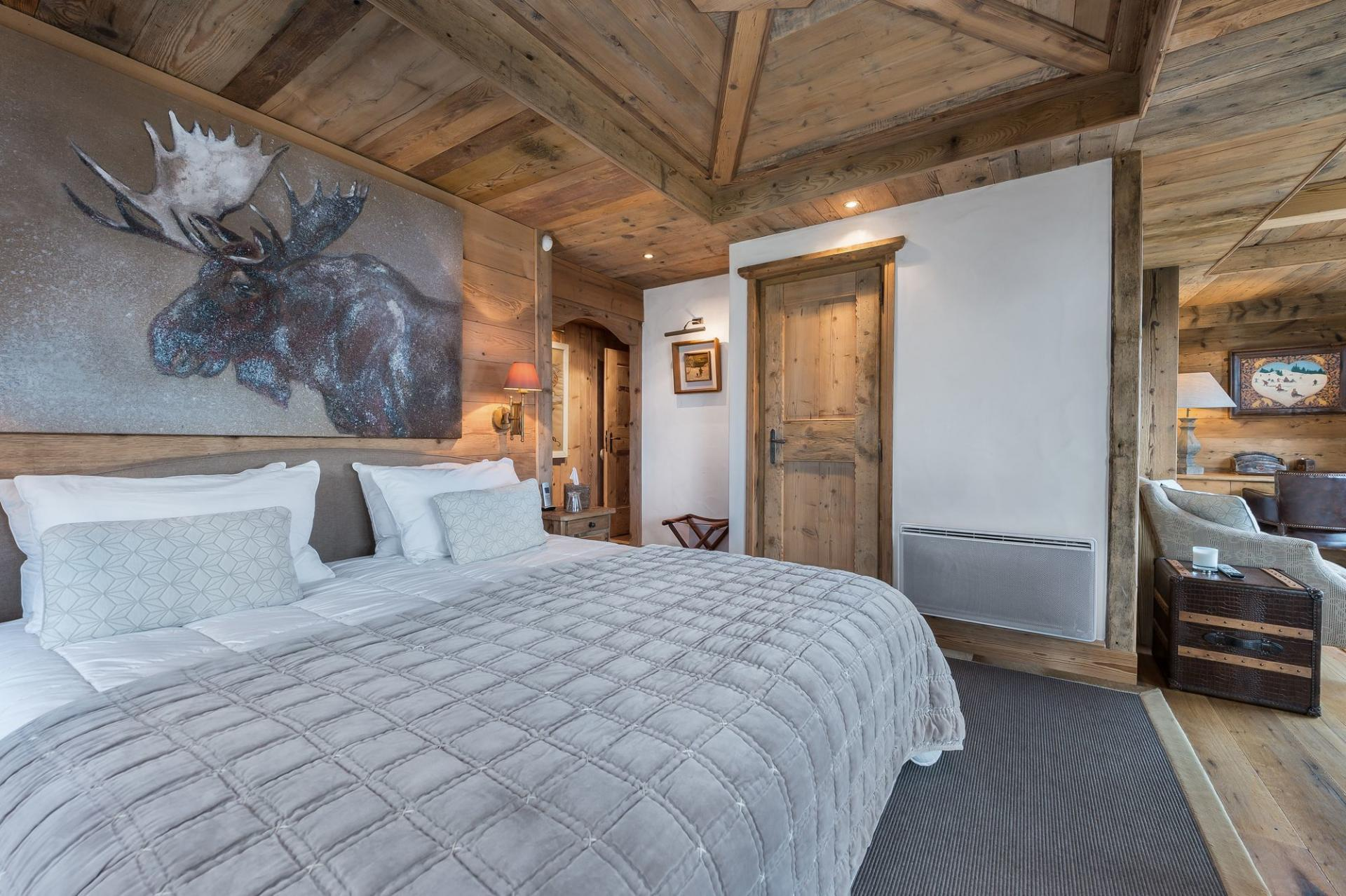 ONE OF THE  BEDROOMS IN CHALET BELLECOTE