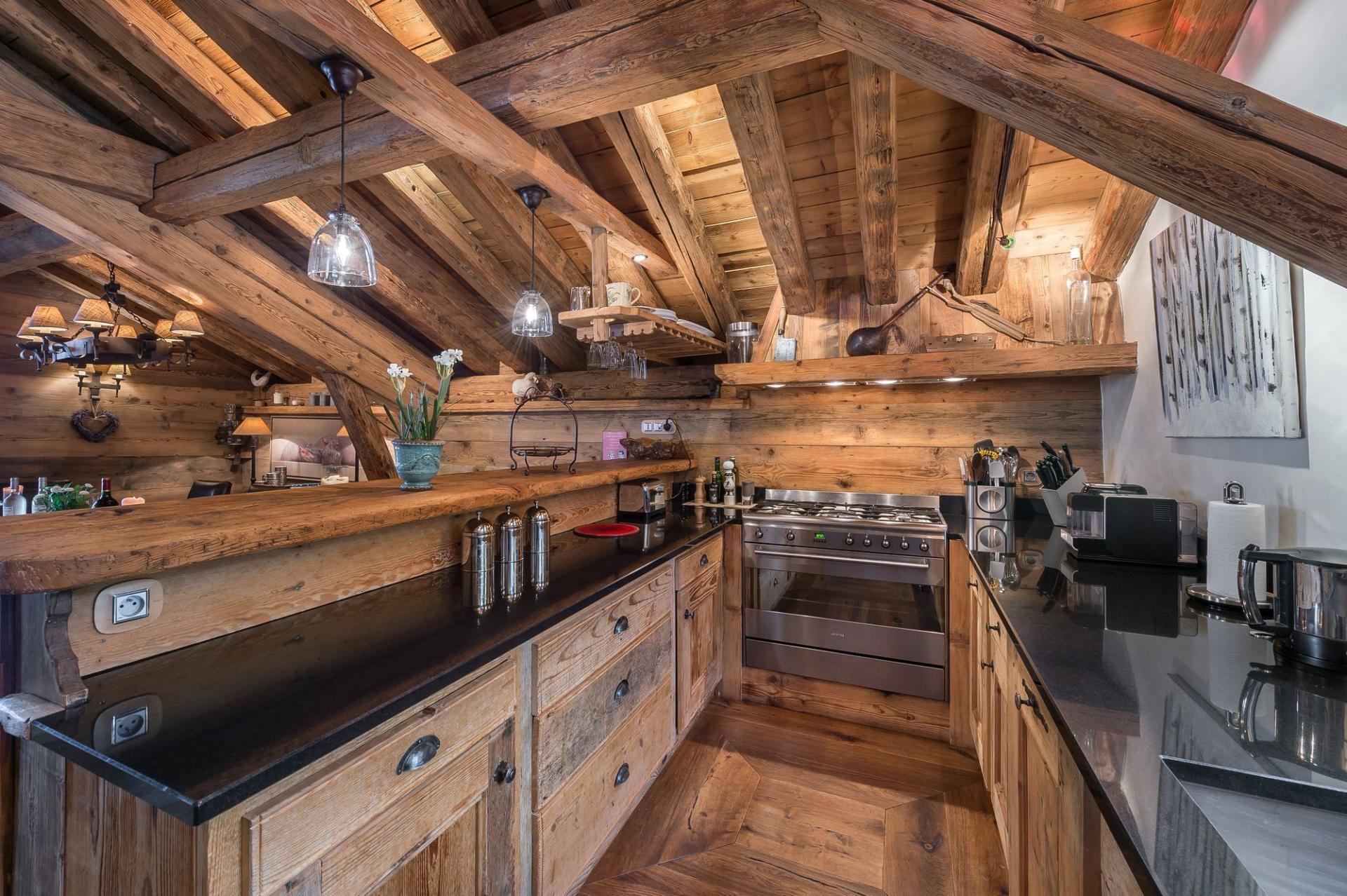 CHALET BELLECOTE AND ITS OPENED-PLAN  KITCHEN